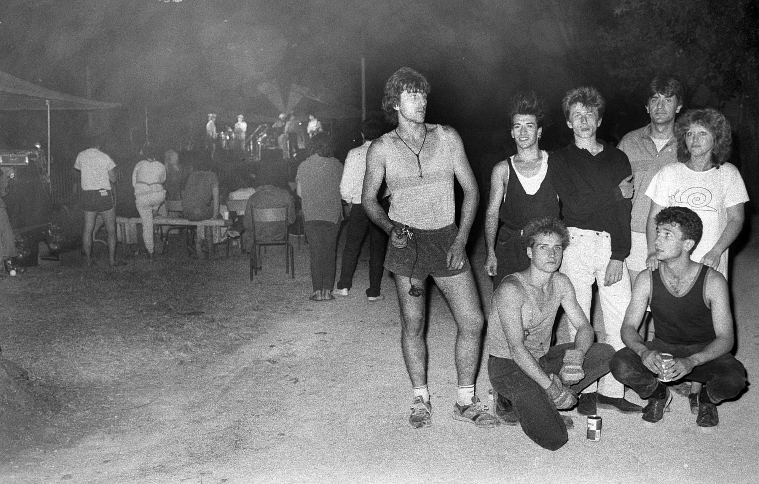 1986 : 1ère édition dans le parc Chantecler du festival « Les douze heures de Rock et Chanson » avec l'équipe de la première heure, le conseil d'administration, les musiciens…